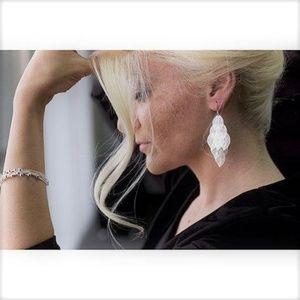 Hollywood Sensation Leaf dangle earrings